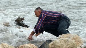 Buseyi arama çalışmaları sürüyor; acılı baba taşları elleriyle attı
