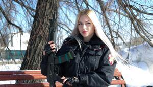 Putin'in kurduğu muhafız biriminin en güzel kadın polisi seçildi