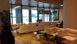 İstanbul Havalimanında otel konforunda yolcu salonu