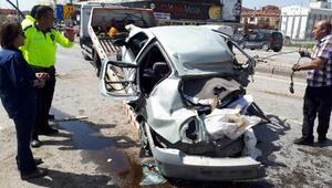 Ankarada karşı şeride giren otomobil, 2 TIRla çarpıştı: 4 yaralı