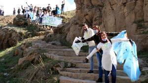 Muradiye Şelalesi çevresini çöplerden temizlediler