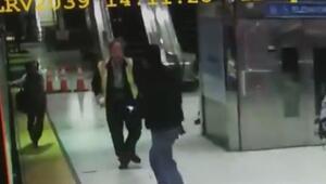 Eli tren kapısına sıkışan kadın raylara düştü