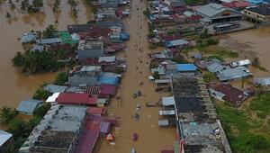 Endonezyadaki sel ve toprak kaymasında ölenlerin sayısı 31e çıktı