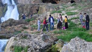 Gap Şelalesine ziyaretçi akını