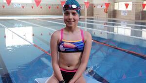 Haftada 2 saat yüzerek finallere kaldı