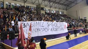 Galatasaraylı taraftarlar Josef Suralı unutmadı