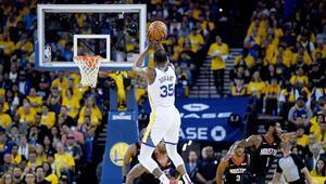 Kevin Durant şampiyonu taşıyor