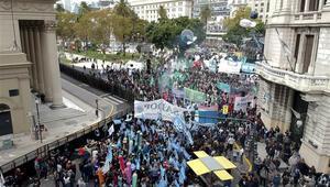 Arjantinde halk sokaklarda: 39 gözaltı