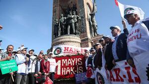 Taksime gelen ilk grup Cumhuriyet Anıtına çelenk bıraktı