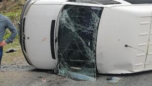 Geziye giden öğrencileri taşıyan minibüs devrildi: 17 yaralı