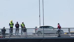 15 Temmuz Şehitler Köprüsünde heyecanlı dakikalar... 2 saat sonunda ikna edildi