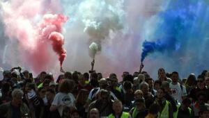 Fransada 1 Mayısta Sarı Yelekliler meydanlarda
