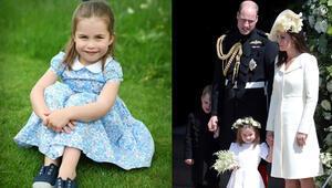 Küçük prenses dört yaşında: Annesine böyle poz verdi