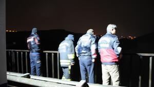 Diyarbakırda tarihi köprüden nehre atladığı iddia edilen kadın aranıyor