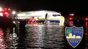 Son dakika... ABDde korku dolu anlar Yolcu uçağı nehre sürüklendi