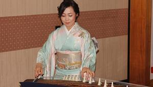 Yeni Japon imparator onuruna resepsiyon