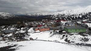 Bingölün yükseklerine kar yağdı