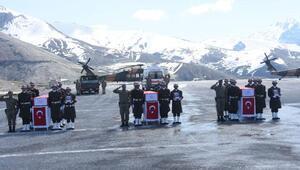 Şehit 3 asker için Hakkari Dağ ve Komando Tugay Komutanlığında tören