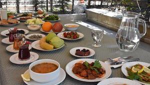 Sahurda hangi besinler tüketilmeli Pratik ve lezzetli örnek sahur menüsü