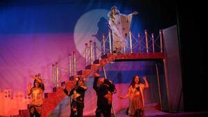 Tiyatronun genç yetenekleri Karşıyaka'da yetişecek