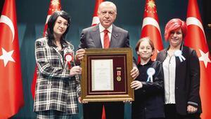 Şehit ailelerine madalya
