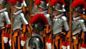 Dünyanın en küçük ordusuna sahip Vatikan asker krizinde