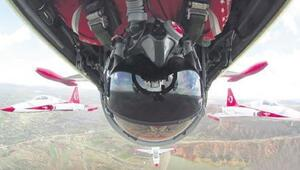 Dünyada bir ilk Türk pilot tarihe geçti...