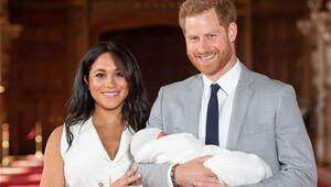 Son dakika... Prens Harry ve Meghan Markle bebeğini gösterdi