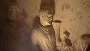 Karya kralının mezarına özel koruma