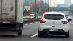 İstanbul trafiğinde baltalı dehşet kamerada