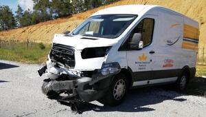 Muğlada minibüs ile otomobil çarpıştı: 2 yaralı
