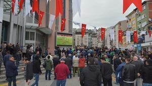 Kocaelililer, Yeni Çorumspor maçını dev ekrandan takip etti