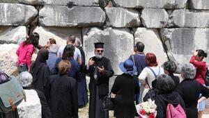 Antik kentteki tarihi kilise için görevlendirilen piskopostan ilk dua