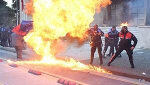 Arnavutluk'ta başbakanlık binasına molotoflu saldırı