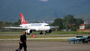 THYnin Zonguldaka inen ilk uçağına, çiçekli karşılama