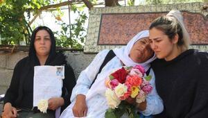 Terör saldırısında ölen arkadaşlarının annesini yalnızbırakmadılar