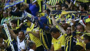 Fenerbahçeden pankart açıklaması: Kulübümüz siyasete bulaştırılmasın