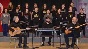 Liseliler şehitlerin kahramanlıklarını türkülerle anlatacak
