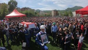 Şehit Uzman Çavuş Volkan Demirciyi 10 bin kişi uğurladı