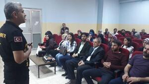 Öğretmen ve velilere uyuşturucuyla mücadele semineri