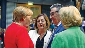 Merkel: Irkçılığa karşı beraber durmalıyız