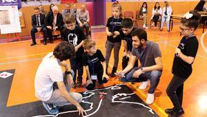 Öğrencilerin robotları egemenlik yolunda yarıştı