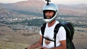 Şahin, yamaç paraşütçüsünü korkuttu