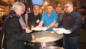 Frankfurt sokakta iftar yaptı