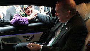 Cumhurbaşkanı Erdoğan makam aracını durdurdu, vatandaşlarla sohbet etti