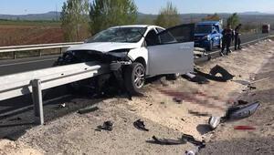 Kayseride korkunç kaza Otomobil, çarptığı bariyerde kaldı...