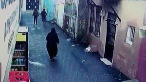 İzmirdeki kapkaç anı güvenlik kamerasına yansıdı