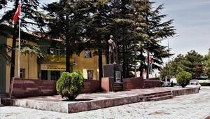 Atatürk Anıtına çevre düzenlemesi
