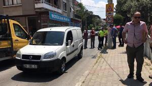 Hafif ticari aracın çarptığı kahveci yaralandı