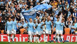 Manchester City üçleme yaptı